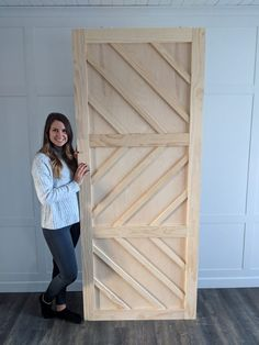 DIY Barn Door Tutorial DIY Barn Door full tutorial using plywood, maple wood pieces and liquid nails from Lowe's. This is a very simple tutorial. Barn Door Designs, Farmhouse Side Table, Cute Dorm Rooms, Interior Barn Doors, Modern Barn Doors, Double Barn Doors, Home And Deco, Barn Door Hardware, Diy Furniture