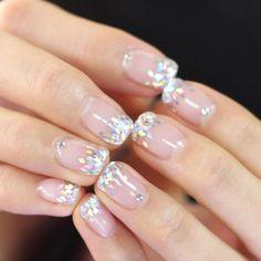 «[#유니스텔라트렌드]❤️ 깔끔한 스타일을 원하는  신부님을 위한 네일 디자인이예요!  #glitternails #weddingnails #stonenails #unistella#gelnails #nailart #nails#nail#nailedit ✔️유니스텔라 내의…»