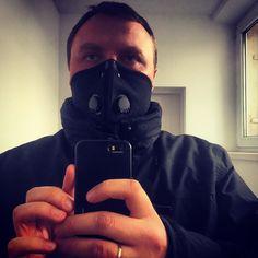 Trzeba zadbać o zdrowie. Nie mieli takich jak Lord Vader więc musi wystarczyć Mortal Combat. #oironio #krakow #smog #visitmalopolska #igerskrakow #instaphoto #selfie #mask #starwars #mortalcombat