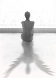 """""""...creo que mi soledad debería tener alas.""""  Elena Sariñena"""