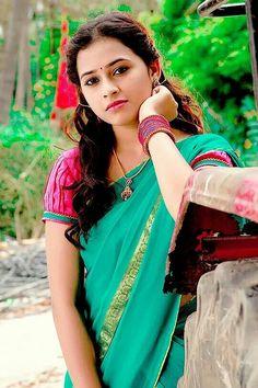 #sridivya #sri #divya #saree #sari #silksaree #halfsaree #tamil#telugu#indiangirls #girls#indianmodel#model#photoshoot#bride#bridalfashion#bridalcollection#shaadi#marriage#makeup#indianfashion
