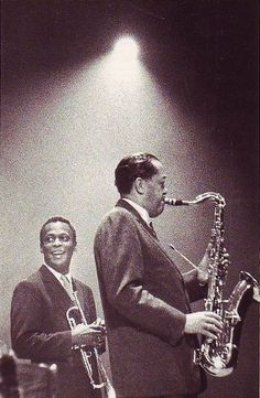 Miles Davis and Lester Young.awesome on stage smile from Miles. He smiled? Never have seen that before! Music Icon, My Music, Music Is Life, Jazz Artists, Jazz Musicians, Miles Davis, All About Jazz, Classic Jazz, Jazz Blues