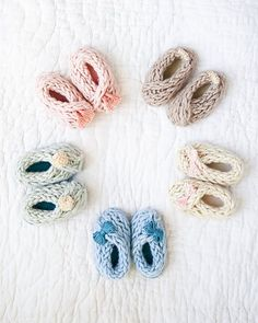 8 Finger Knitting Projects from Knitting Without Needles -baby booties