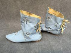 80's Moccasin Boots Light Blue Leather Flowers by ElkHugsVintage