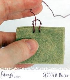 Tutorial: Hand Sew Felt Using Blanket Stitch Felt Crafts, Fabric Crafts, Sewing Crafts, Sewing Projects, Felt Projects, Wool Embroidery, Wool Applique, Embroidery Stitches, Felt Patterns