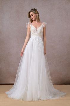 Lavender Wedding Dress, Perfect Wedding Dress, Wedding Dress Styles, Boho Wedding Dress, Gown Wedding, V Neck Dress, I Dress, Lace Dress, Tulle Gown