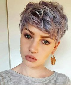 Looking for something different, why not browse these edgy pixie cuts which will surprise and delight you! This season's edgy pixie cuts are fabulous! Short Hairstyles For Thick Hair, Short Pixie Haircuts, Short Wavy, Girl Short Hair, Bob Hairstyles, Curly Hair Styles, Latest Hairstyles, Female Hairstyles, Haircut Short