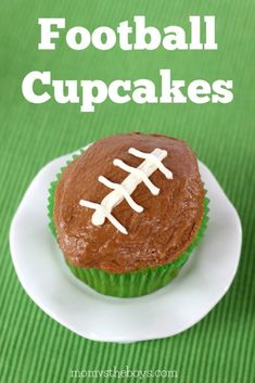 Football Cupcakes the kids will love for birthdays, the big game or just for fun. Cupcake Recipes, Cookie Recipes, Dessert Recipes, Desserts, Cupcake Ideas, Dessert Ideas, Football Cupcakes, Football Food, Kids Football
