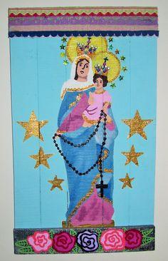 """""""Virgen del Rosario de San Nicolás"""" Acrílico sobre maderas recicladas con detalles de piedras y puntillas de colores. de """"Reina Mandy - Arte Reciclado""""inforeinamandy@gmail.com"""