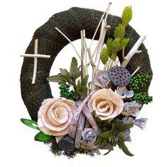Kegyeleti koszorú zöld jutaszalagos alapon Funeral Flower Arrangements, Funeral Flowers, Grapevine Wreath, Grape Vines, Floral Wreath, Blog, Plants, Halloween, Etsy