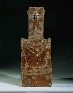 Female idol, flat terracotta tablet, from Cyprus Early Bronze III (2550-1980 BCE), or Middle Bronze I (1900-1800 BCE) Terracotta, H: 27,5 cm AM 822