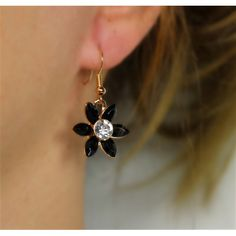 Náušnice Lily Black   Womanology.sk #earrings #fashionjewelry #fashionjewellery #costumejewelry #costumejewellery #bijouterie #bijoux #fashion #style #accessories