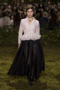 La première collection délicate et très maîtrisée de Maria Grazia Chiuri pour Dior | Le Figaro Madame