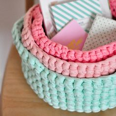 Picture of crochet basket // new colors - Everything About Knitting Crochet Diy, Crochet Home, Love Crochet, Crochet Crafts, Yarn Crafts, Crochet Projects, Crochet Stitches, Cotton Cord, Ideas