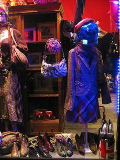Lolà - London Style non teme l'autunno e ci vede calore, confort e colore come è nel suo stile! #Londra #Roma #Lolalondonstyle #fashion #outfit #moda #donna #abbigliamento #streetstyle #pinup #pinupgirl #womenswear #scarpe #borse #style