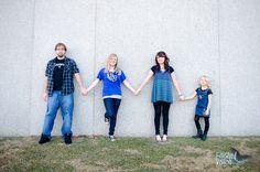 siblings, family posing