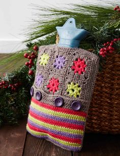 Color Wheel Hot Water Bottle Cozy crocheted in Patons Classic Wool DK Superwash Knitting Patterns Free, Free Knitting, Crochet Patterns, Free Pattern, Crochet Stitches, Crochet Home, Free Crochet, Small Crochet Gifts, Grannies Crochet