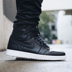 """• Early on foot look at the """"Cyber Monday"""" Jordan 1 dropping 11/30. What's your thoughts? By Jordan1Club founder @oldmanalan ✔️ #Jordan1Club"""