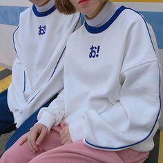 오!맨투맨 파랑삥줄 들어가고 오!글씨도 입체적인 패치로 되어있어요 오!삭스를 비롯해서 오!반팔까지 짝퉁많이 나왔었는데 카피하지 마세요 ㅠㅠ Hip Hop Fashion, Sport Fashion, Fashion Models, Buy T Shirts Online, Boy Outfits, Fashion Outfits, Fashion Portfolio, Sportswear, Winter Fashion