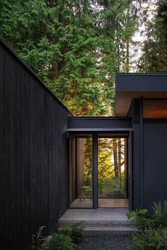 Wittman Estes Architecture+Landscape have recently completed the Hood Cliff Retreat, a series of modern cabins that are hidden in the forest and overlooking Washington& Hood Canal. Cedar Cabin, Interior Cladding, House Cladding, Cedar Siding, Wood Siding, Clerestory Windows, Indoor Outdoor Living, Modern Architecture, Architecture Layout