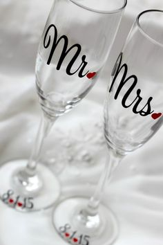 Bride and Groom - Toasting Flutes - Wedding Toasting Glasses - Personalized Wedding Flute, Mr and Mrs glass - Champagne Toasting Flutes