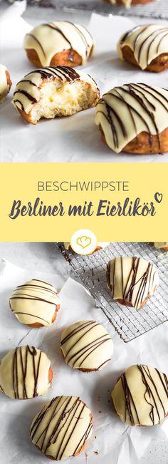 Klingelingelling, hier kommt der Eierlikörberliner! Mit leckerer Cremefüllung und schönem gelben Guss sind diese Berliner schon ein echter Klassiker. No Bake Desserts, Dessert Recipes, German Cake, Baked Donuts, Doughnuts, Mini Muffins, Cakepops, Party Snacks, Food Items