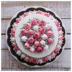 "4,892 Likes, 69 Comments - ivenoven 사랑으로 베이킹 (@ivenoven) on Instagram: ""Tulip buttercream cake """