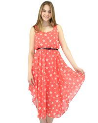 Star light star bright dress, in red featuring a round neckline. Belt included.