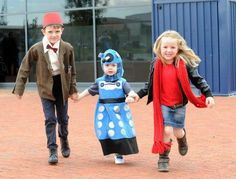 Adorable Doctor Who Cosplay - I wish someone would have been my Doctor when I was little!