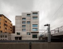 Wohnhaus in Zürich von EM2N / Blick auf die Bahngleise - Architektur und Architekten - News / Meldungen / Nachrichten - BauNetz.de