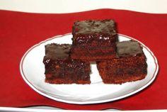 Desert prajitura negresa Romanian Food, Romanian Recipes, No Cook Desserts, Cheesecake, Good Food, Cooking Recipes, Sweets, Cookies, Drinks