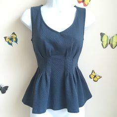 Anthropologie Deletta Green Peplum Top S 4 6 It's in very good condition. The material is 55% cotton, 43% polyester in 2% spandex. It has waist slimming pin tucks and a pretty peplum design. Anthropologie Tops Tank Tops
