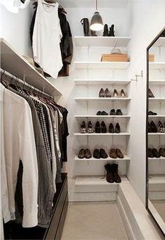 Michelle - Blog #Small #Walk-In #Closets #Design Fonte : http://interieur.tumblr.com/post/18893588958