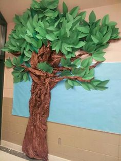 Trunk made with painters paper over tomato cages. Top made with green tablecloth and construction paper leaves on pipe insulation (could use pool noodles).Tree I made out of construction paper and brown bulletin pa Classroom Displays, Classroom Decor, Paper Tree Classroom, Jungle Theme Classroom, Jungle Bulletin Boards, Rainforest Classroom, Bulletin Board Tree, Preschool Jungle, Deco Jungle