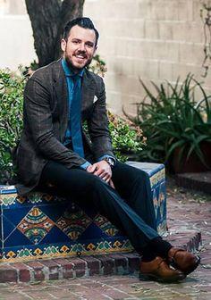 【秋】茶色チェックジャケット×青デニムシャツ×紺パンツの着こなし(メンズ)   Italy Web