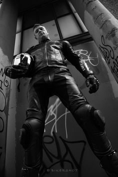 Men and Leather Motorcycle Suit, Motorcycle Leather, Biker Leather, Leather Men, Black Leather, Motorbike Leathers, Biker Gear, Black And White Man, Sexy Men
