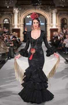 We Love Flamenco 2018 Flamenco Dancers, Flamenco Dresses, Elegant Dresses, Beautiful Dresses, Spanish Woman, Gypsy Dresses, Bohemian Gypsy, Embroidery Dress, Dark Fashion