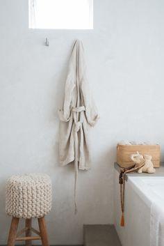 Bathroom scene at Su