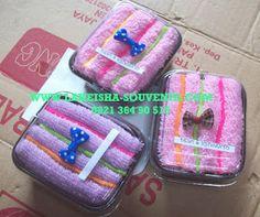 souvenir pernikahan handuk berbentuk kue khas jogjakarta #crafts #jogjakarta #Indonesia #souvenir #towel