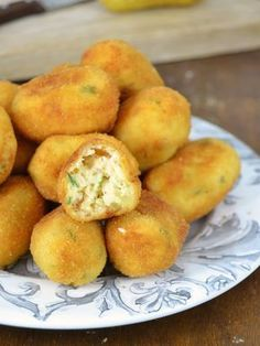 Chicken croquettes with potatoes No bechamel! Kitchen Recipes, Baby Food Recipes, Cake Recipes, Snack Recipes, Cooking Recipes, Snacks, Tapas, Chicken Croquettes, Guatemalan Recipes
