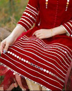 Girls Frock Design, Fancy Dress Design, Stylish Dress Designs, Lace Design, Embroidery Designs, Embroidery Suits Design, Embroidery Fashion, Hand Embroidery, Girls Dresses Sewing