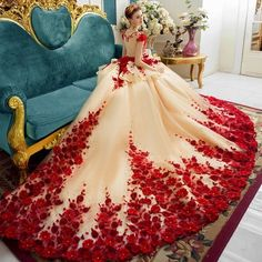 Flora Applique Prom Dresses 2018 Champagne And Red Ball Gowns Evening Gowns Peplum Sheer Back Covered Buttons Vintage Bridal Gowns Red Ball Gowns, Ball Gowns Evening, Evening Dresses, Ball Gowns Fantasy, Wedding Dress Train, Luxury Wedding Dress, Dubai Wedding, Red Wedding Gowns, Robes Quinceanera
