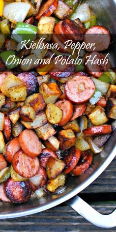 Delicious Things You Can Make In A Skillet Healthy Kielbasa, Bellpepper, Onion and Potato Hash Recipe.Healthy Kielbasa, Bellpepper, Onion and Potato Hash Recipe. Camping Desserts, Campfire Dinner Recipes, Vegetarian Camping Recipes, Cooking Recipes, Healthy Recipes, Camping Dishes, Camping Cooking, Skillet Recipes, Camping Snacks