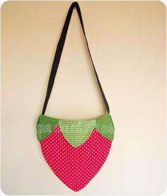 Pedacinhos de Arco Íris: Mala de menina - Morango (strawberry bag, toddler)