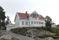 Norddal, praktisk enebolig i sveitserstil med overbygd balkong fra Blink Hus