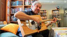 Itse tehty kitara tuo alkuvoimaista musiikkia abstraktiin maailmaan.