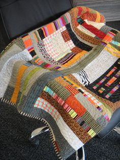 I love the random pattern and the use of so many colours in this Urban quilt :) . . .