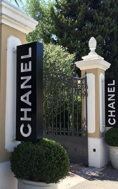 Chanel Boutique, Saint Tropez, Early Spring, Outdoor Decor, Home Decor, Start Of Spring, Homemade Home Decor, Decoration Home, Interior Decorating