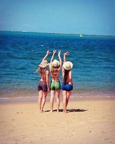 Love beach with friends. Praia do Gunga- Alagoas, com minhas amigas,tudo lindo demais.