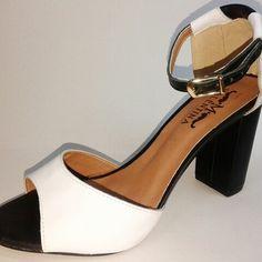 Sandália Salto Grosso Gata & Sapato